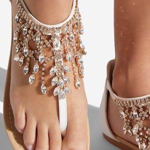 🆕NIB 🎁 Jewel embellished white flat thong sandal